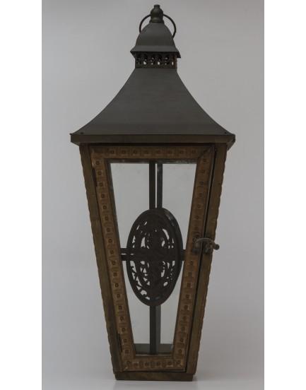 Lanterna de madeira rústica com ferro