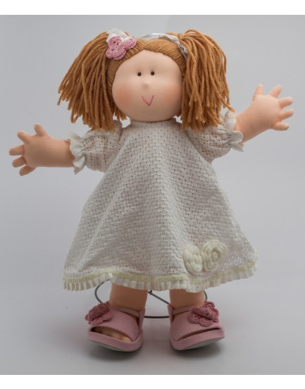 Boneca em Tecido com vestido de crochê Branco