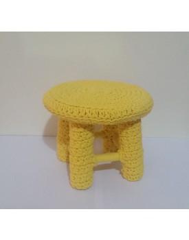 Mini Banquinho de crochê amarelo