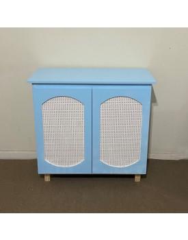 Cômoda azul claro com Porta Furadinha nude