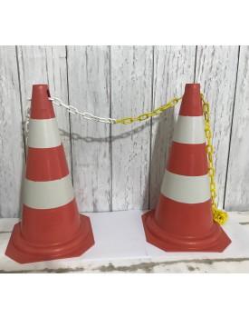 Kit com 2 cones sinalizadores e corrente