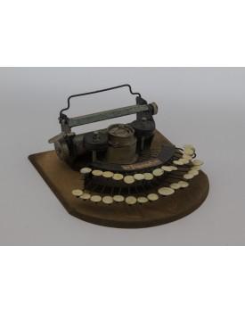 Máquina de escrever vintage de madeira