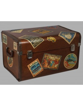 Baú de madeira com selos